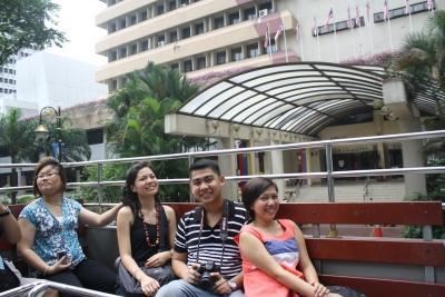 Sakay ng Hop On Hop Off Bus, nilibot namin ang Kuala Lumpur. Isang bagsak sa isang matinding byahe!