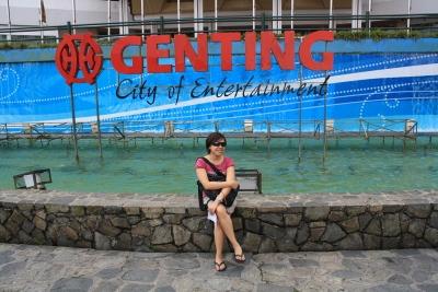 Genting, City of Entertainment. Sa tuktok ng bundok tinayuan nila ng Hotel, Casino, Showroom, Mall at syempre Theme Park.