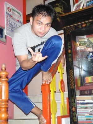 Elvis. Pasalamat syang lasing ako noong nagkausap kami, kalahati lang tuloy ang natatandaan ko.