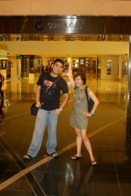 Suria Mall KLCC. Mall sa ilalim ng Petronas Tower.