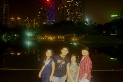 Likod ng Petronas Tower. May mahilig sa amin sa likod. Hahaha!